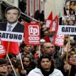 Mobilisation au Portugal avec des milliers de personnes qui protestent contre l'austérité