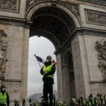 Réunion de crise à l'Élysée après une journée de chaos des «Gilets jaunes»