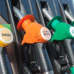 Les «gilets jaunes» réclament «un gel immédiat» des prix du carburant